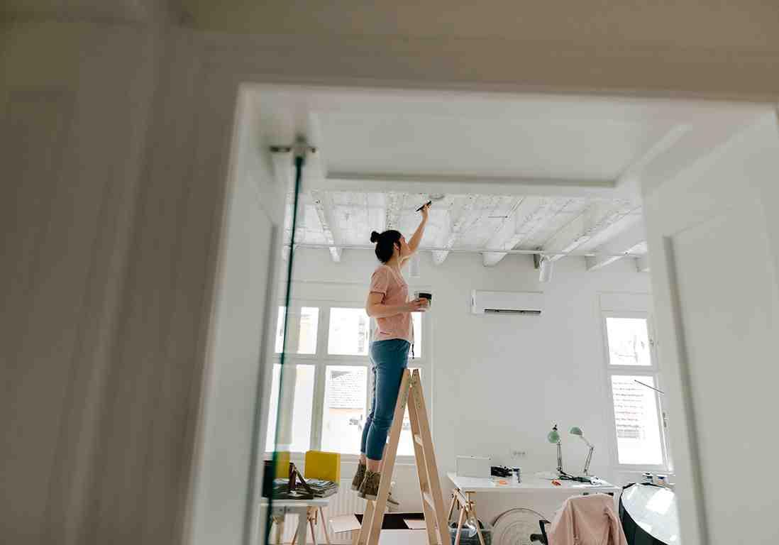 Comment peindre un plafond sans laisser de traces ?